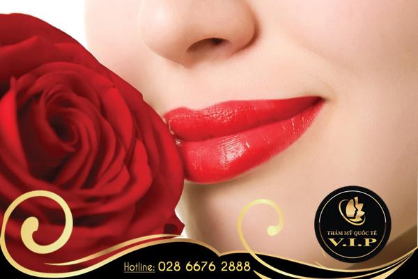 Phun môi có tác hại gì không?