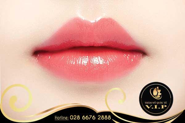 Phun môi collagen cho đôi môi cuốn hút tại V.I.P
