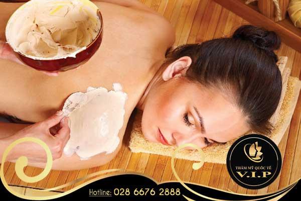 tắm trắng mịn da với cám gạo