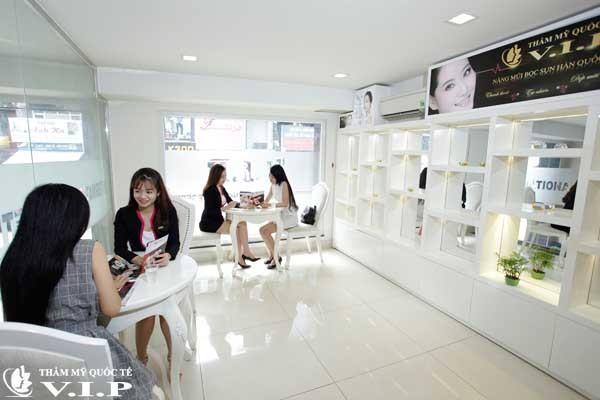 khách hàng thăm khám tại V.I.P